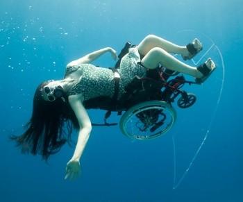 Plongée sous marine en fauteuil roulant